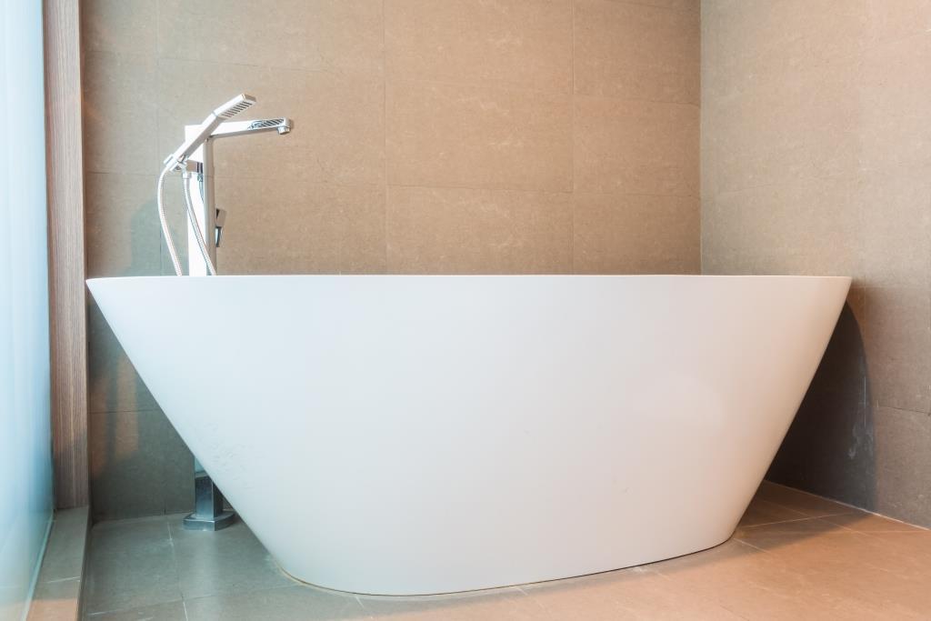 vasca da bagno bianca
